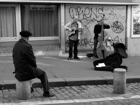 Rue Mouffetard, busking, b&w