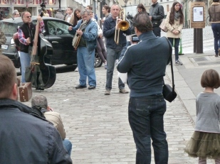 Place des Abbesses street band