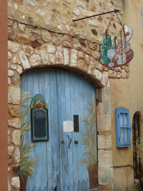 Roussillon - blue door