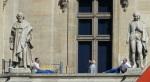 Louvre workers break, Paris