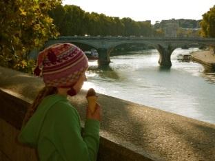 Roman gelato by the Tiber