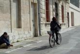 Beggar and cycliste, Arles