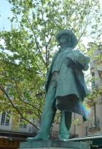 Place du Forum statue, Arles
