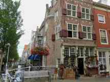 Delft, antiques shop